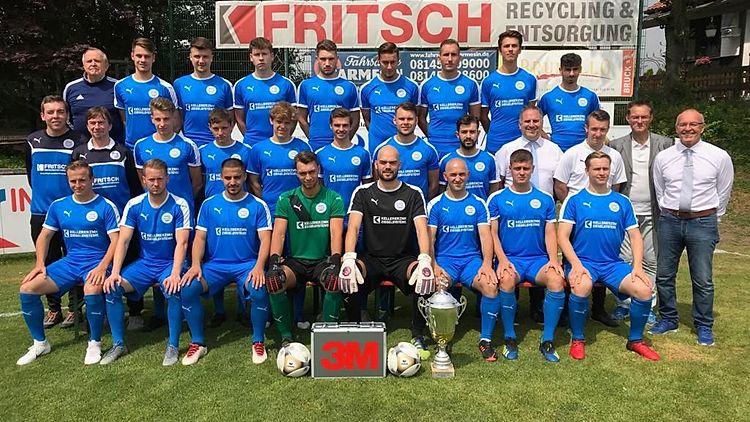 hinten Links: TW-Trainer Renke H., Roth K., Friedl F., Hochholzer F., Schnellinger M., Scheidl M., Jurkovic D., Böck D., Karympov A.,mitte: Betreuer Steininger M., Masseur Kopp R., Gruschka P., Wenig K., Kuhbandner J., Gonschior F., Arndt M., ….., Vorstand-Fußball Scheidler R., U19 Trainer Sammer D., Sportlicher Leiter Bergmann U., Trainer Bayer G.,vorne: Greif A., Schuch M., Ayvaz M., Theiss N., Knobling M., Bytyqi B., Petrovic I., Co-Trainer Herger P.,es fehlt:  Weikensdorfer B., Petrovic M., Brikic M., Kozomora M., Plavsic B., Vlade T.,
